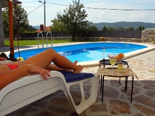 Old restored villa with WHIRLPOOL on the terrace, Buzet