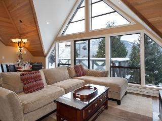 Pinnacle Ridge 20 | Whistler Platinum | Ski-In/Ski-Out Home with Hot Tub