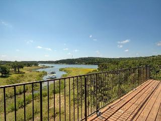 3BR/3BA Lakefront House with Elevated Views, Walk to Beach, Sleeps 12, Lago Vista