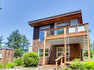 Modern three-bedroom, pet-friendly home with beach access!, Manzanita