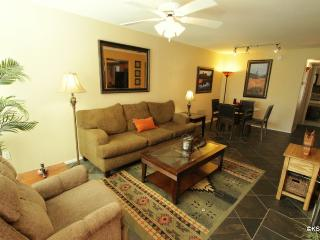 Quiet, Two Bedroom, Two Bath, Downstairs Condo on the West Side of the Greens Community, Tucson