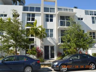 Excellent location luxury Townhouse + 2000 sq ft, Miami