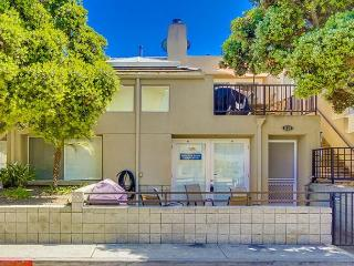 Lovely, spacious townhome-large deck, near beach, w/d, full kitchen, San Diego