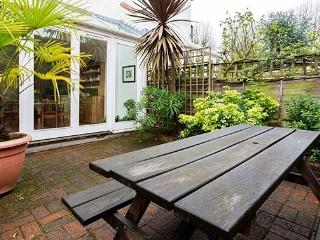 2 bed house, Hazeldene Road, Chiswick, London