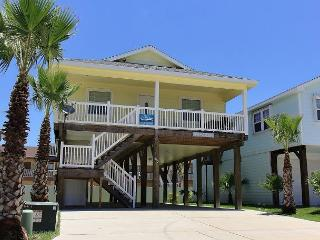 Pop-A-Top is locted near the beach, Community Pool, Sleeps 8, Port Aransas