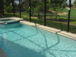 Spa pool villa with golf course views, Haines City