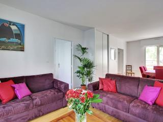 Quai Valmy One bedroom with terrace & car park, Paris