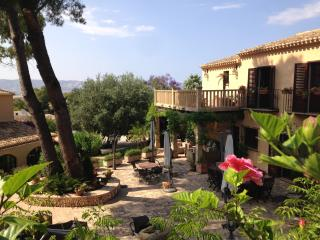 Finca with pool and tennis court, Javea