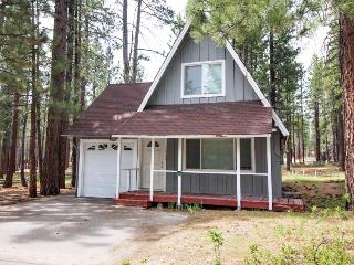 Cozy cottage near Heavenly with a hot tub, South Lake Tahoe