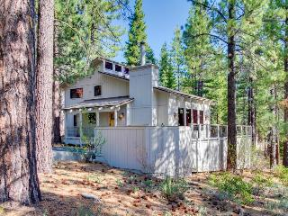 Pet-friendly home with hot tub, NPOA access, and great views, Truckee