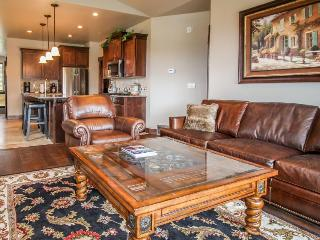 Gorgeous Townhome with mountain views, private hot tub!, Kamas