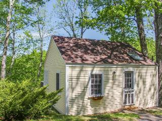 Charming cottage with clean lines and a deck with bay views, Edgecomb