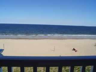 Ocean Front Condo and Sandy Beach, Old Orchard Beach
