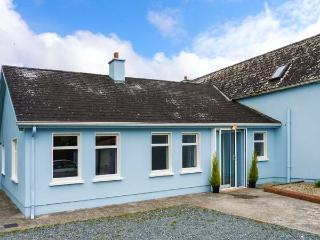 THE FARMHOUSE, open fire, Sunny South East, New Ross, Ref. 925731