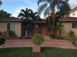 Miami / Hollywood, 3 bed-3 bath, near the Beach,