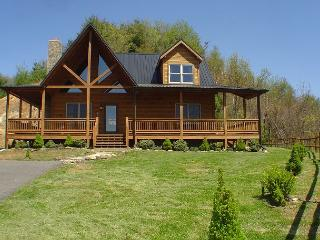 'A HEAVENLY VIEW'  Luxurious Chalet Style Log Cabin With Hot Tub & Views!, West Jefferson