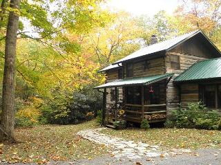'CREEKSIDE HIDEAWAY' --Creekside Cabin.Check Out Our DISCOUNTED Rates!, Todd