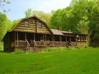 'SIMPLY IRRESTIBLE'  Cabin W/Views & Hot Tub! Check Out Our DISCOUNTED Rates!, Creston