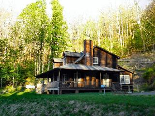 'WHISPERING WINDS' Private Retreat! New Years Weekend Available!, Lansing