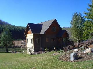 'RIVERSIDE REFLECTIONS' Magnificent Log Home - Perfect Summer Retreat!, Laurel Springs
