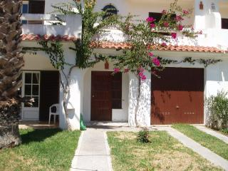 Sunny home in the Algarve 500m away from the beach, Manta Rota