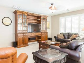 Spacious 3 B/R home for up to 8, nicely furnished, Chandler