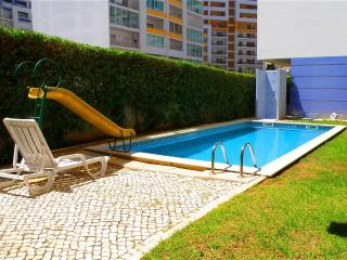 Lovely 1 bedroom apart.w pool, Portimao