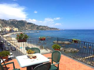 SEA FRONT APARTMENT, Taormina