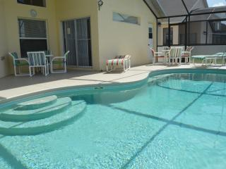 Westridge gated 4 bed 2 master, pool, free wifi, Davenport