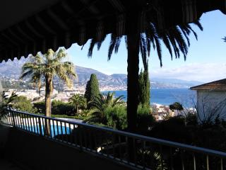 French Riviera 2 bed Apt.  Perfect for Xmas & NYE, Menton