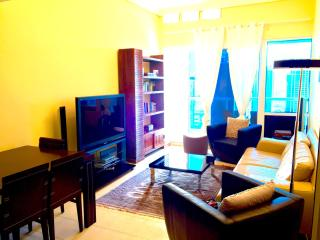 1 BR lake view, one step to the metro station, Dubai