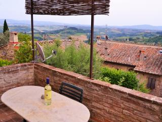 Bright and Spacious Apartment in the heart of town, San Gimignano