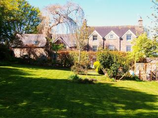 4* WTB The Old Rectory & Sunny Retreat Cottage, Newport