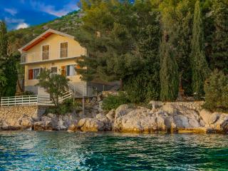 House on the sea with a private beach, Starigrad-Paklenica