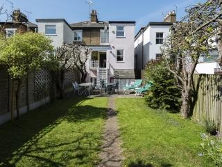 3 bed family house with garden cottage, Chiswick, London
