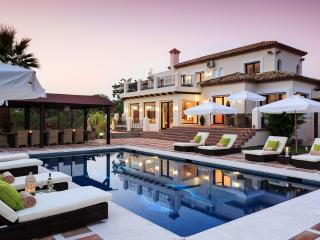 Luxury fully staffed villa with Private Pool, Estepona