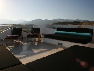 Luxury Townhouse with Roof Terrace, Makry-Gialos