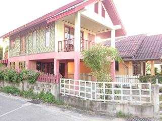 1964 : PHAN 5 2 Bedrooms house 10 mins walk to beach, Bang Tao Beach