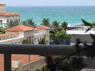 STUNNING OCEAN VIEW DIRECTLY ACROSS FROM THE BEACH, Miami Beach
