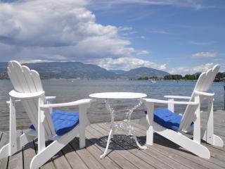 Lakefront 2 Bedroom Beside Eldorado, Kelowna