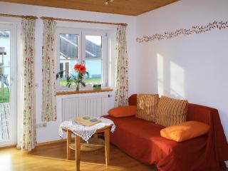 LLAG Luxury Vacation Apartment in Boebing - 592 sqft, idyllic, relaxing, comfortable (# 4648), Peissenberg