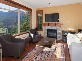 Taluswood the Bluffs 13 | 2 Bed Townhome with Ski Access, Shared Hot Tub, Whistler