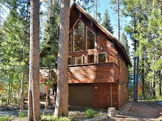 3BR/2.5BA Chalet, Walk to Lake, Sleeps 10, Truckee