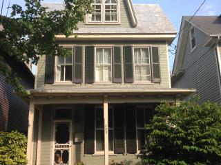 In-town, pet-friendly Victorian cottage, Chestertown