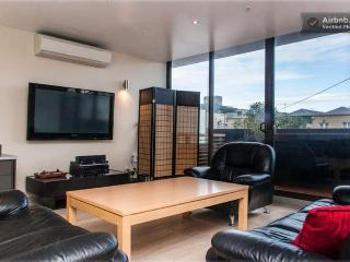 LUXURY LIVING GYM, POOL, BEACH, CBD, Melbourne