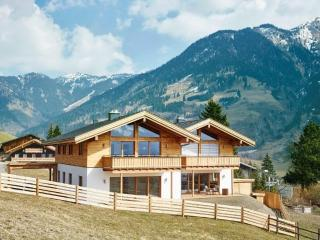 New LUXURY Chalet Apartment with STUNNING views, Bad Hofgastein