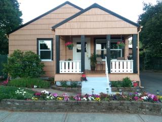 The Dundee Garden Cottage: Downtown Location