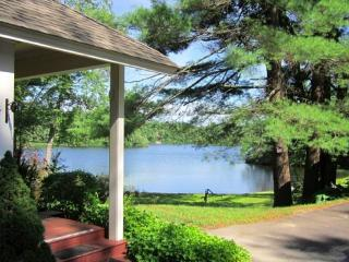 Beautiful Private Lake Front Perfect Family Fun, Wolfeboro