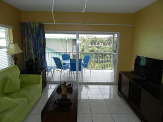 Beautiful 2 Bedroom Condo on Seven Mile Beach, Playa de Siete Millas