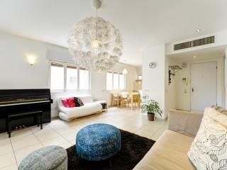 Gorgeous 2 Bd in Tel Aviv